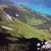 Blick zurück, hier im steilen Gras entschärft der Pfad den Aufstieg
