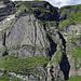 Blick zu Axi's Aufstieg durch die Rinne: [tour18091 Oltischburg 2233 m - Teil 1: Die Rinne des Schreckens!]