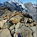Auf dem Gipfel der Bütlasse gefunden: Ein tiefgefrorener Schokoriegel (08.2010 abgelaufen), eine Sonnencreme und ein Kletterutensil. Der Besitzer kann sich bei mir melden, in einer Woche werde ich diese Dinger entsorgen. Der Schokoriegel wird solange im Tiefkühlfach gelagert.