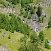 Links die Bisse de Tsittoret, rechts Schlucht und Wasserfall der Tièche, dazwischen das Zickzack-Weglein hinauf zur Schöpfe