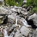 Steiler Abstieg an den Bach La Sinièse