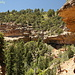 Il sentiero per la Cliff Spring passa sotto questa sporgente parete di roccia...spettacolare!