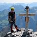 Vreneli mit neuem Gipfelkreuz und- buch, altem Gipfelkreuz und nie-ermüdendem Delta!