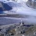 """Die Klimastation und der Gornersee der allmählich von der """"Gorner-Schlange"""" eingehüllt wird, wie an jedem klaren Morgen."""