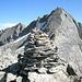 Omone di vetta del Tamierhorn (3087 m) e alle sue spalle Basodino e Pizzo Cavergno