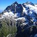 Das gestern besuchte Wetterhorn. Rechts vom Gipfel der Wettersattel, wo vom grossen Firnfeld von unten links das Willsgrätli hochzieht...