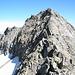 Dalla cima S alla cima principale mancano solo 36 metri di dislivello, i più impegnativi. Si passa a destra, in territorio elvetico.