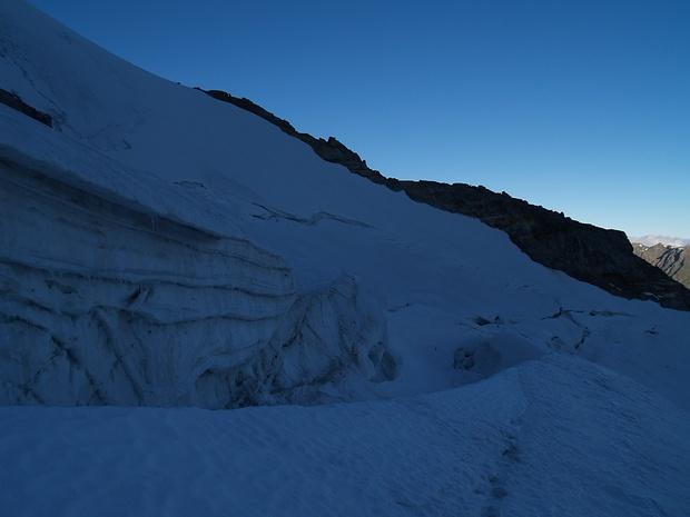 Gletscherspalten zwischen der Chabod Hütte und dem Gran Paradiso