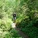 Dani auf dem schönen Hüttenweg. Auch für Nichtbergsteiger lohnt sich wegen der prächtigen Natur ein Ausflug zur Doldenhornhütte.