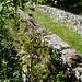 Die romanische Steinbrücke unterhalb Cassinone im Val d'Ambra