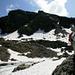 Gorigrat (klein Gipfel im Bildmittel) und [u Stani]. Die Route ist ganz rechts auf dem Bild.