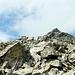 Tutto su pietraia, con massi di grosse dimensioni.<br />Il percorso non è mai troppo esposto