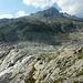 La parte terminale del lungo ghiacciaio del Rodano, lungo circa 10Km e largo 1Km  circa (wikipedia)