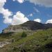 Balmhornhütte in Sichtweite (links), Der Gasterespitz auch, oben am Grat in der Mitte der kleinen weissen Wolke