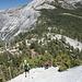 Im Abstieg vom Sub Dome - Blick ins Little Yosemite Valley. Im Hintergrund: Quarter Domes und Clouds Rest.