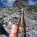 Was beliebt? Ein Cola, oder ein Locher Bier (ca. noch ein Drittel gefüllt) - weiss jemand der älteren Semester, wann diese Produkte in dieser Form produziert wurden?
