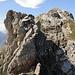 Dieser Felsklotz verhindert, dass der Usser Fürberg durchgehend auf dem Grat erstiegen werden kann.