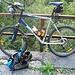 Mit Fahrradschuhen 600 hm auf den Berg ist unangenehm, mit Bergstiefeln 1200 hm auf dem Rad auch ... also muss beides mit ...