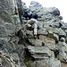 le rocce sporgono, trovati gli appoggi ci si deve issare a forza