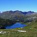 Blick vom [pass9643 Jochpass] zum [lake10600 Engstlensee] mit [ort11103 Engstlenalp] und im Hintergrund der [lake10655 Tannensee].
