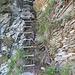 Strickleiter, rechts die alte Treppe