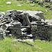 die Trümmer der winzigen Schäferhütte von Laghit