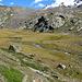 Blick von der Gletschermoräne ins verlorene Tal. Am rechten Bildrand ist der grosse Stein mit dem Kreuz zu erkennen.