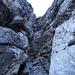 Canyoning-Feeling im Aufstieg durch die Rinne. Ein Verhauer, unnötig und dilettantisch: T6, III, sozusagen zum Aufwärmen, schliesslich sind wir ja am Eiger und wollen in die Nordwand.