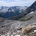 Blick auf die frisch verschneite Surselva-Schattenseite mit dem Curnera-Stausee