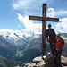 Sebi und Yve auf dem Gipfel des Jegihorn mit bester Kulisse dahinter