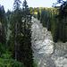 Der Schwarzwasserbach hat sich eine tiefe Schlucht in das brüchige Material gegraben. Nein; es ist kein Silberabbaugebiet.