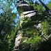 toller Felsüberhang über dem Weg fast unten im Kirnitzschtal