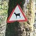 Cartello di avvertimento con un temibile animale: la capretta verzaschese