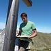 Sebi studiert das Gipfelbuch auf dem Rinderstock