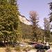 Startpunkt der Wanderparkplatz vor dem Gasthof Rummlerhof - oberhalb der Felsen zieht sich der Wanderweg auf den Niederkaiserkamm