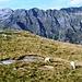 Schafe weiden vor atemberaubender Kulisse