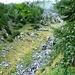Wer sucht der findet - in der Bildmitte der Weg nach Chignolasc mit der Flussüberquerung.