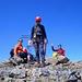 Drei Jungs freuen sich über den Gipfelerfolg!