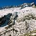 Der weitere Aufstieg führt unter den eindrucksvollen Wänden des Winterbergs und dem zerspaltenen Dammagletscher zur Hütte rauf.