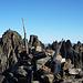 Zum Greifen Nah: Hauptgipfel des Piz Vadret hinter Steinmann und Gipfelbuch des Vadret Pitschen