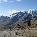 Siamo in alto alle cascate, sullo sfondo il lago bianco ed il Passo del Bernina
