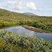 Die sanitäre Einrichtung von Arasluokta: oberhalb der Sandbank holt man mit einem Kessel das Trinkwasser, unterhalb hat es für die Körperpflege sogar eine Freiluftdusche.