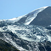 Schmelzender Gletscher hoch über dem Talgrund - dennoch, allerhand Eis dort oben!! Die mittlere Gletscherzunge - sie ist am weitesten zurückgeschmolzen.