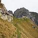 Gipfelaufbau (links) mit etwas Steilgras