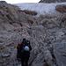 ... wir gehen aber noch etwas weiter. Vorne der steile Gletscher, auf welchen wir in Kürze wechseln werden.