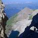 Grossartiger Tiefblick durch das Ela-Loch in die farbenfrohe mittelbündner Bergwelt.
