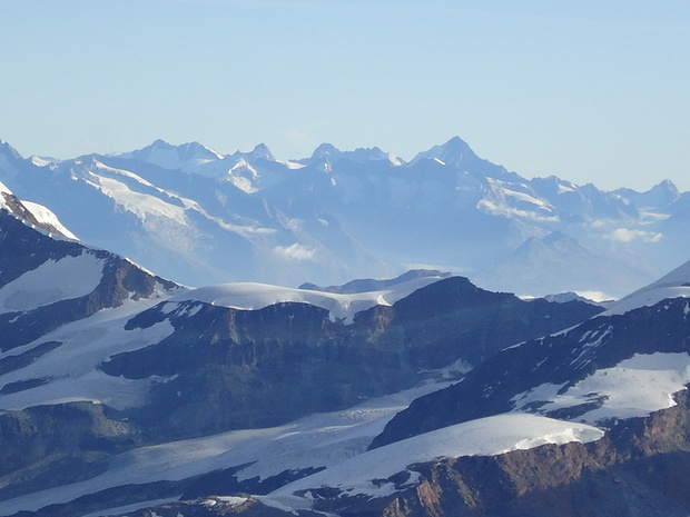 Berner Alpen mit Finsteraarhorn