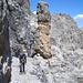 Auf dem anfangs sehr angenehmen Felsband um den Piz d'Uglix. Leider ist die Idylle bald zu Ende und wir müssen uns links hinauf zum Grat zurückkämpfen.