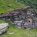 Stein-Stadel auf der Alp Bidemji