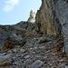 """""""Barny Geröllheimer"""" läßt grüßen.....bester Weg: führt knapp unterhalb des riesigen Felsblocks (links) durch."""